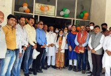 BJP leaders felicitating Corona warriors at Jammu on Thursday. —Excelsior/Rakesh