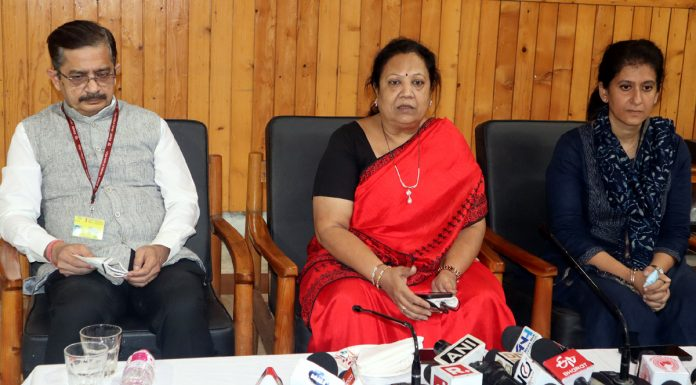 Minister of State for Railways and Textiles Darshana Jardosh addressing a press conference in Srinagar on Saturday. — Excelsior/Shakel
