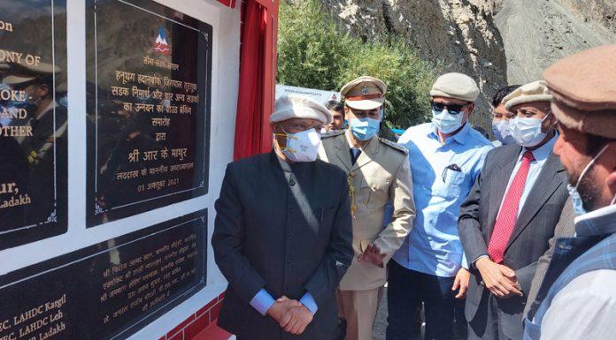 Lieutenant Governor Ladakh R K Mathur and Defence Secretary Dr Ajay Kumar laying foundation for border roads at Turtuk on Friday. —Excelsior/Morup Stanzin