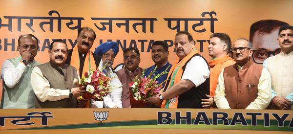 Devender Singh Rana and Surjit Singh Slathia joining the BJP in New Delhi on Monday.