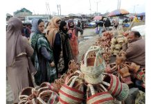 Women purchasing Kangri, the traditional Kashmiri firepot in Srinagar on Monday. (UNI)