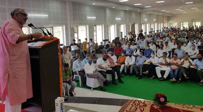 Union Minister of Rural Development and Panchayati Raj Giriraj Singh addressing a gathering at Billawar on Sunday.