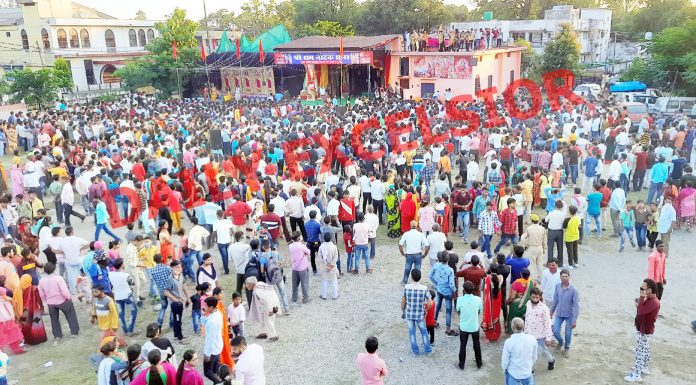Despite COVID restrictions, thousands participate in Dussehra celebrations at Kathua on Friday. -Excelsior/Pardeep