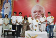 Winning Helios team of Jodhamal School posing for a group photograph with spiritual leaders of Brahmakumaris at Jammu on Sunday. -Excelsior/Rakesh