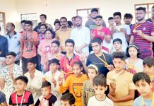 Winners posing for a group photograph with dignitaries at Kathua on Thursday.