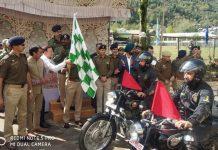 ADGP (Armed) SJM Gillani flagging off Bike rally at Uri on Monday. —Excelsior/Aabid Nabi