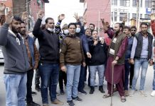 PDD casual labourers staging protest in Srinagar on Tuesday. —Excelsior/Shakeel