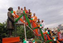 BJP leaders garlanding statue of Pt. Prem Nath Dogra at Jammu on Sunday —Excelsior/Rakesh
