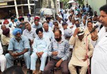 JKPCC leader Raman Bhalla addressing people of Gandhi Nagar constituency on Sunday.