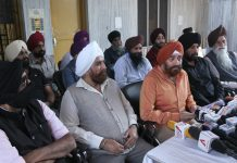 Sikh United Front Chairman SS Wazir addressing press conference at Jammu on Tuesday. - Excelsior/Rakesh