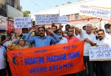 BMS activists protesting at Jammu on Tuesday. -Excelsior /Rakesh
